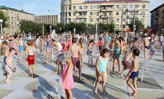День Нептуна в Волгограде: дети купались в фонтане