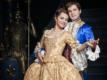 Екатерина Гусева со своим партнером по мюзиклу «Красавица и Чудовище»
