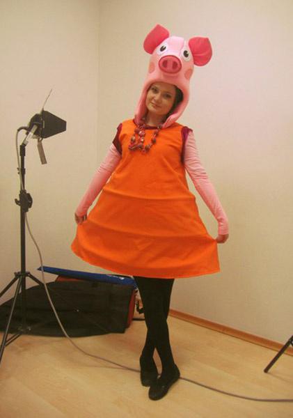 Александра Аксенова, поэтесса, ведущая на канале ЕТВ, фото