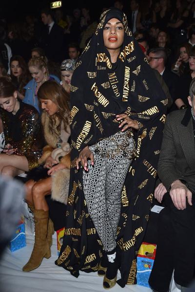 Показ Moschino на Неделе моды в Милане | галерея [1] фото [5]