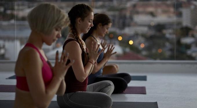 Учиться медитировать лучше в группе, а не в одиночку