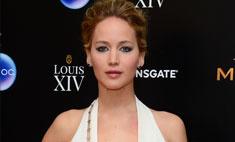 Модный конфуз: Дженнифер Лоуренс показала грудь