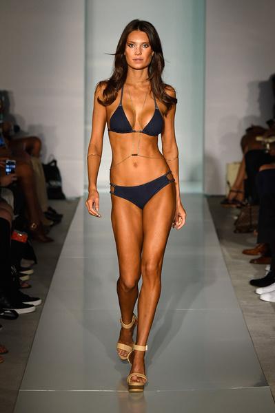 50 самых сексуальных купальников с Недели пляжной моды в Майами | галерея [1] фото [24]