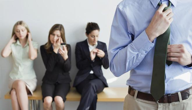 Толпа людей, приглашенных на собеседование одновременно с вами, должна вызвать у вас подозрение.