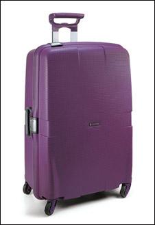 Фиолетовый цвет выбирают творческие натуры. Чемодан Сarlton как раз предназначен для креативных личностей.