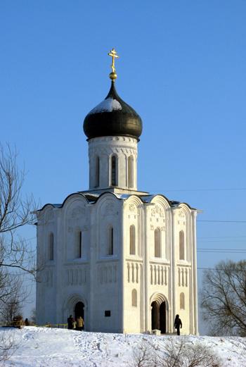 Тонкая, изящная церковь Покрова на Нерли считается шедевром мирового зодчества и одним из самых совершенных храмов, созданных когда-либо на Руси.