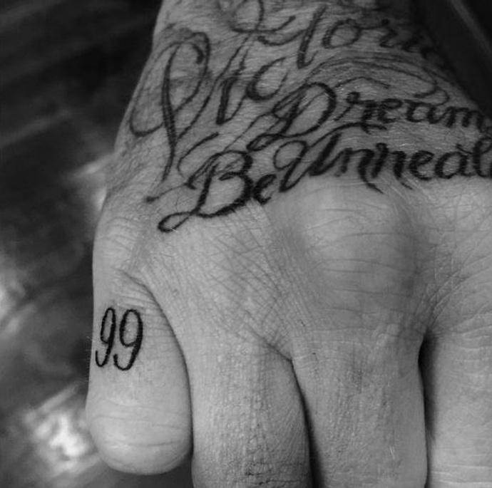 дэвид бекхэм посвятил татуировку жене