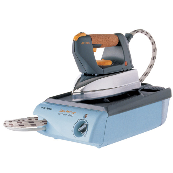 Гладильная система Stiromatic Instant Pro (Ariete) с картриджным фильтром для умягчения воды.