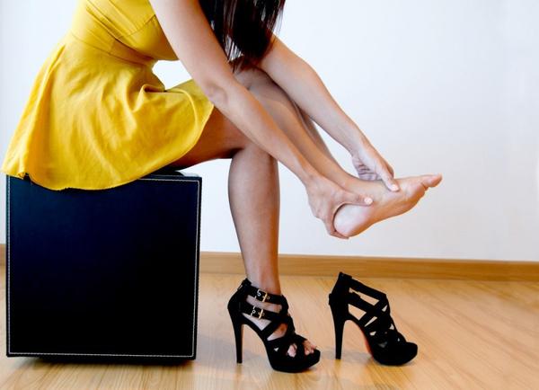Как ходить на высоких каблуках