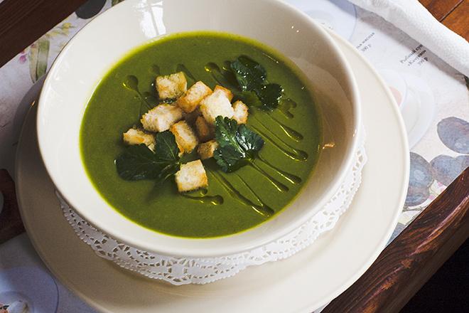 Крем-суп из брокколи с гренками