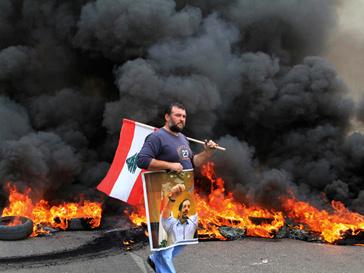 В крупных городах Ливии на улицах раздаются выстрелы и взрываются бомбы