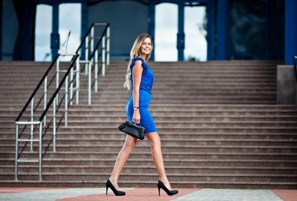Выбрать платье-футляр