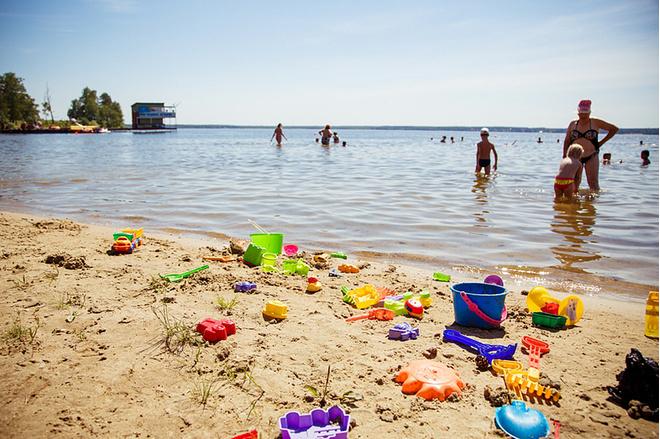 Пляж загородного клуба «Лесная сказка» (озеро Балтым), фото