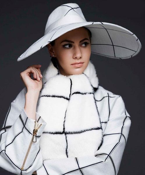 Эмма Феррер, внучка Одри Хепберн, в модной фотосессии