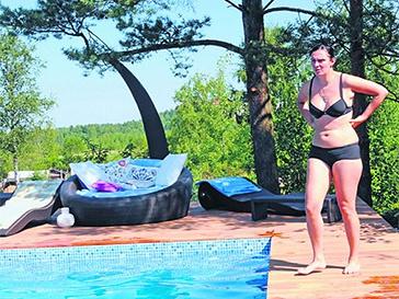 Елена Ваенга в купальнике