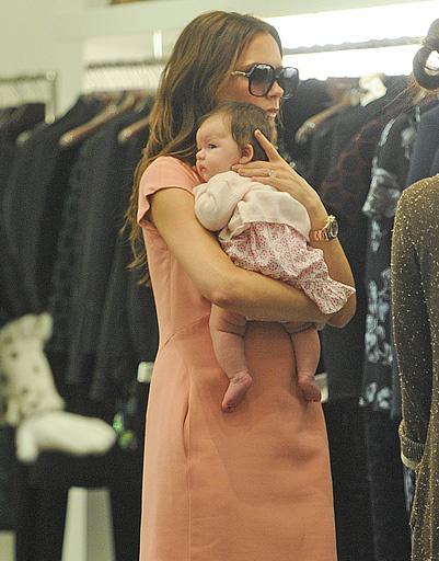 Виктория Бекхэм (Victoria Beckham) с дочерью Харпер Севен (Harper Seven)