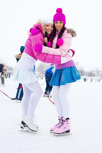 Не упустите этой зимой возможность прокатиться на коньках под присмотром «Рабочего и колхозницы».