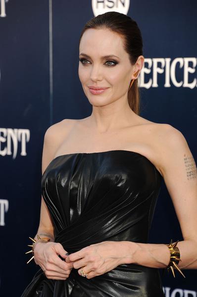 """Анджелина Джоли на премьере """"Малефисенты"""" в Лос-Анджелесе"""