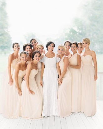 Дженнифер Лоуренс (крайняя справа), невеста брата Карсон и подружки невесты