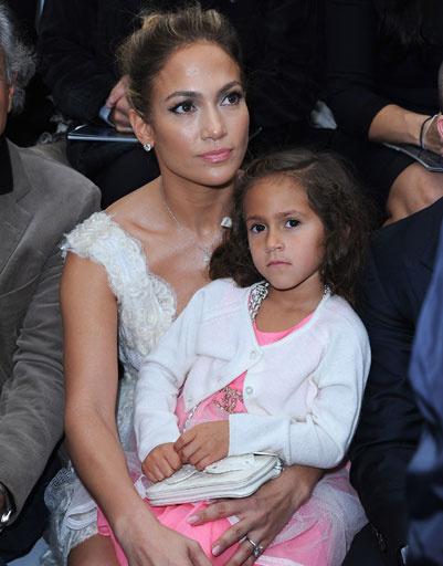 Дженнифер Лопес (Jennifer Lopez) с дочерью Эмми на показе Chanel