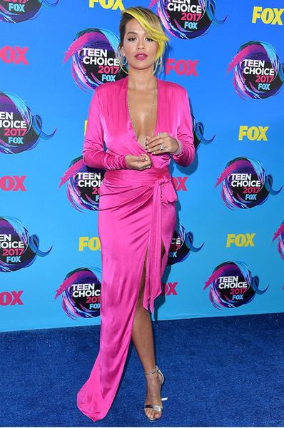 Декольте и ретро: звезды на Teen Choice Awards 2017