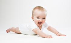 Как научить маленького ребенка переворачиваться