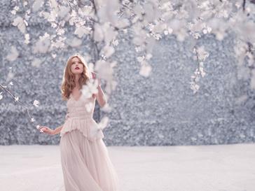Фрида Густавссон (Frida Gustavsson) в хрупком и нежном образе для рекламного постера Nina Ricci