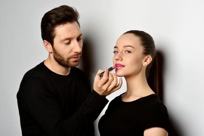Визажист Юрий Столяров дает уроки макияжа в Instagram