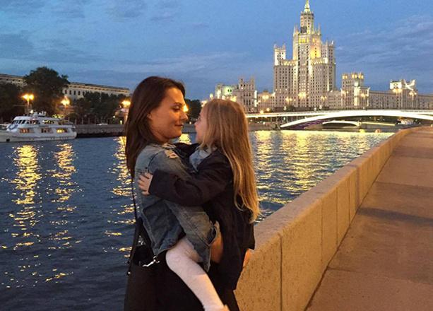 Ирина Денежкина, сценарист, с дочкой, фото