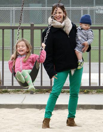 Дженнифер Гарнер с дочками