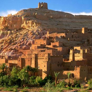 Марокко - это заклинатели змей и древние лабиринты, водопады Атласских гор, пряности и остроносые туфли.