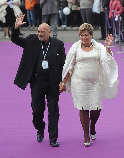 Алексей Петренко с женой Азимой Абдумаминовой