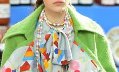 Нелепость сезона: Chanel выпустил колье в виде конфеты