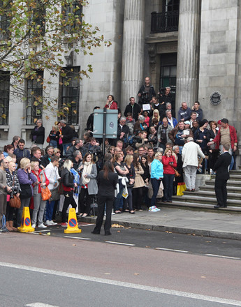 Поклонники Маккартни у дверей Marylebone.