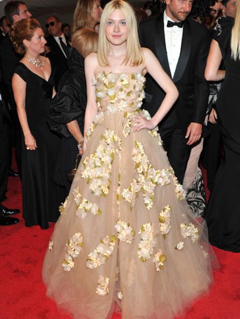 Дакота Фаннинг  в платье Valentino