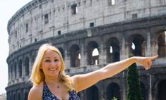 Сильвио Берлускони закидают трусами