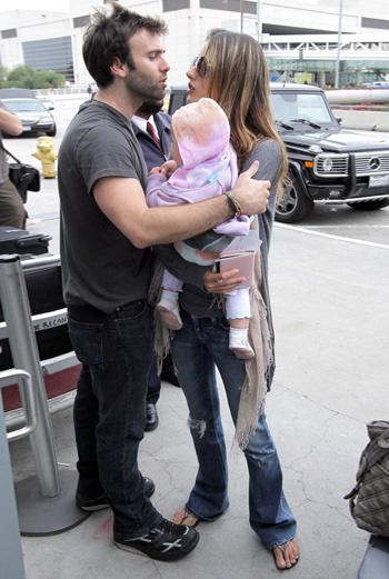 Джеми Мазур провожает своих любимых девочек