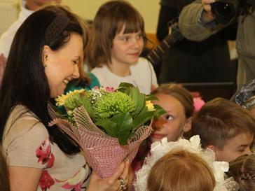 Нонна Гришаева и дети-сироты
