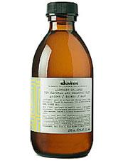 Золотой шампунь Алхимик, Davines предназначен для мягкого очищения всех типов светло-золотистых и медово-золотистых волос. Специальная формула, обогащенная молочными протеинами и витаминами, питает и увлажняет, подчеркивая красоту цвета.