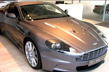 Поучаствовав в лотерее, можно выиграть автомобиль Aston Martin DBS стоимостью 190 тысяч евро. В случае выигрыша от автомобиля можно отказаться, получив взамен сумму наличными или чек.
