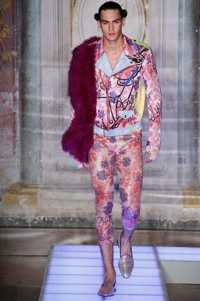 Во Флоренции прошел показ мужской коллекции Moschino | галерея [2] фото [5]