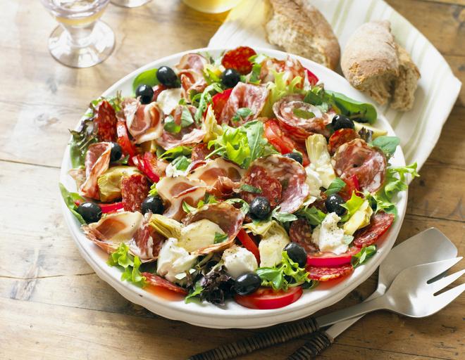 салат с перца сыра и колбасы рецепт