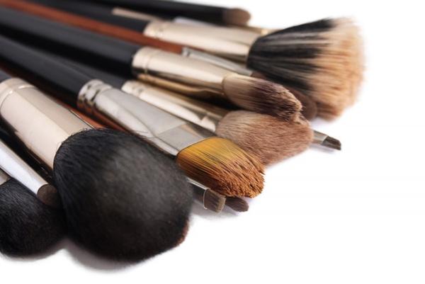 Инструменты и принадлежности для макияжа
