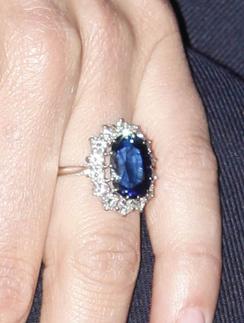 Обручальное кольцо Кейт Миддлтон (Kate Middleton) - фамильная драгоценность королевской семьи.