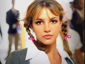 Кадр из клипа Бритни Спирс «Baby One More Time»