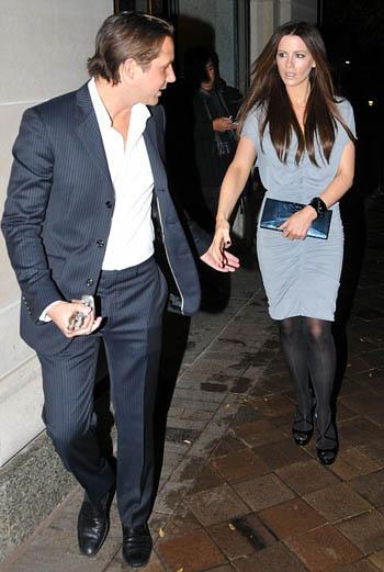 Кто держит за руку Кейт Бекинсейл?