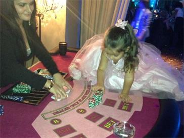 Дочь Ксении Бородиной Маруся встретила Новый год в казино.