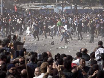 Демонстранты разделились на стронников и противников президента Хосни Мубарака