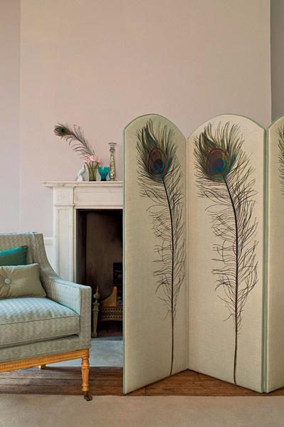 Ткань из коллекции Peacock Feather, Zoffany, салон The English House Rosbri.
