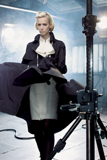 Платье, плащ, все — Lanvin; туфли, Hermès